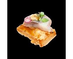 Тартинка с сельдью слабосоленой и картофелем