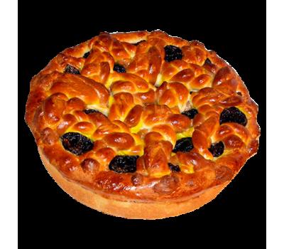 Пирог сдобный (изюм с брусникой)