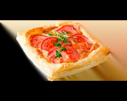 Слойка с сыром и помидорами